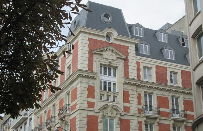 SURÉLÉVATION D'UN HOTEL